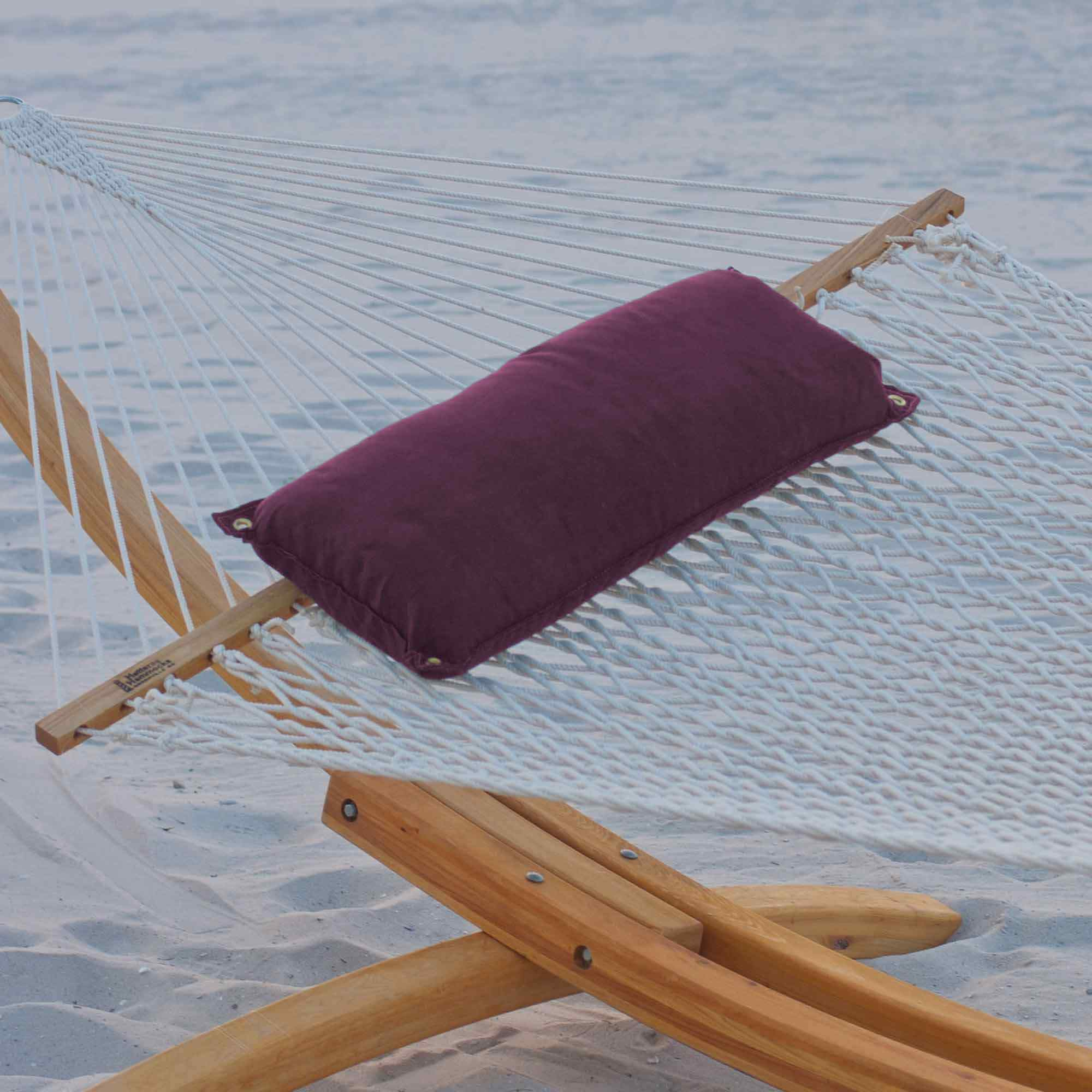 pillow and with pillows stand realtree quilted castaway hammock combo xx